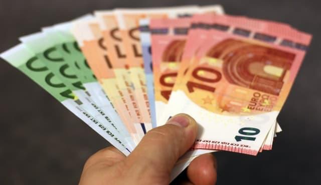Aj toto môže byť váš cashback. Bankovky 10 až 100 eur.